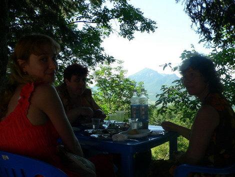 Шашлык с видом на горы.
