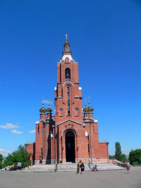 Вид на собор с центрального входа.