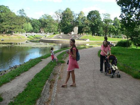 Таврический сад — любимое место горожан. Где еще в центре города погулять с детьми?