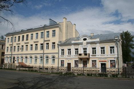 Старинные дома на Дворцовом проспекте.