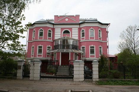Современный особняк на Михайловской улице.