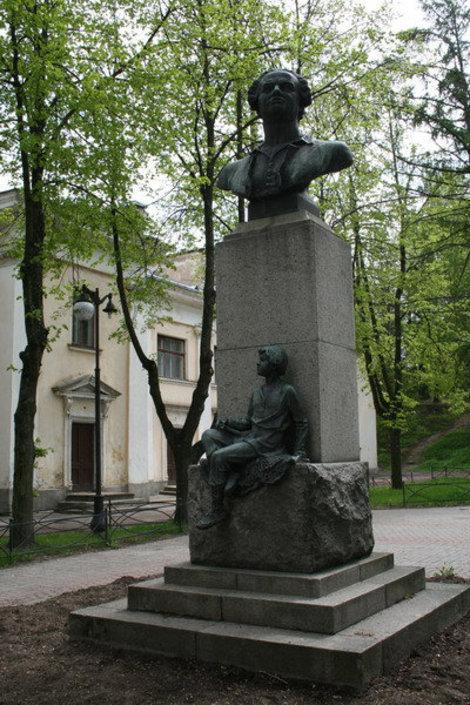 Дворцовый пр. Памятник М.В. Ломоносову.