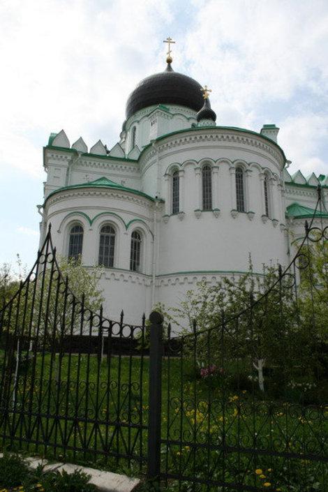 Собор св. Михаила Архангела, возведенные в честь 300 летия дома Романовых.