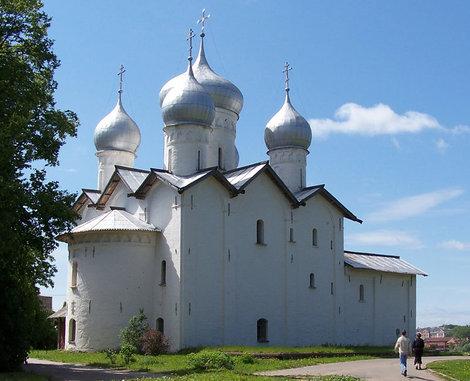Вид на храм Бориса и Глеба с другой стороны.