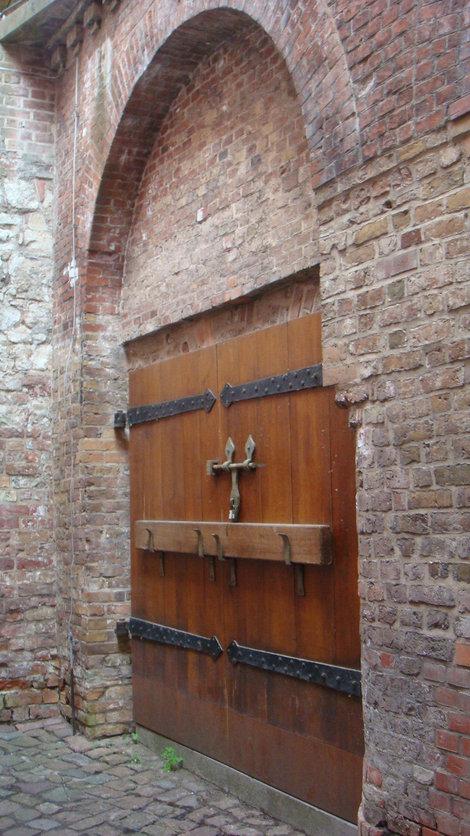 Дверь, ведущая куда-то