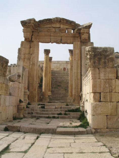 Вход в храм Артемиды