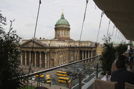 Вид на Казанский собор.