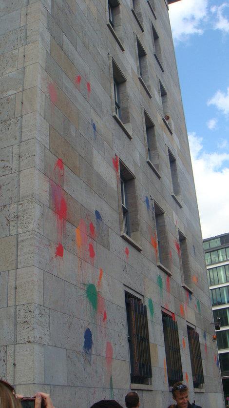 Забрызганное здание Министерства финансов