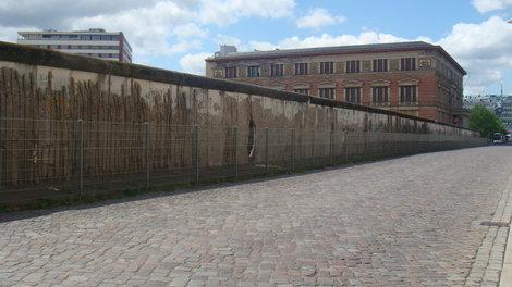 Кусок Берлинской стены