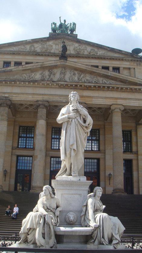 Памятник Шиллеру у Концертного зала