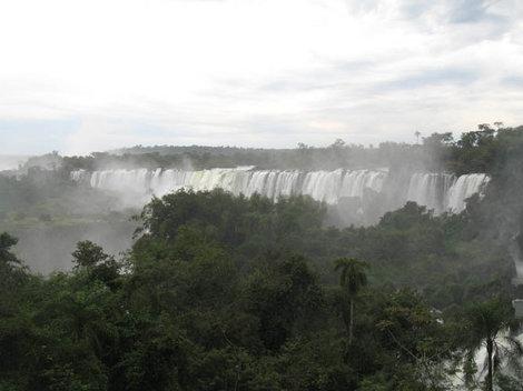 Водопад Игуасу — амфитеатр в два с половиной километра в поперечнике