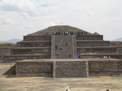 Пирамида Кетцалькоатля (пернатого змея)