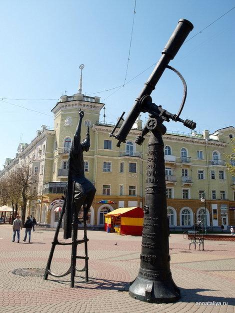 Могилев. Памятник звездочету на Звездной площади
