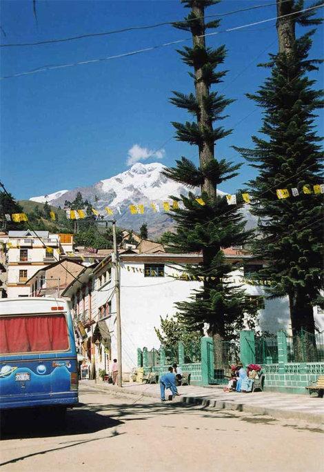 Вид из центра Сораты на пик Шульце