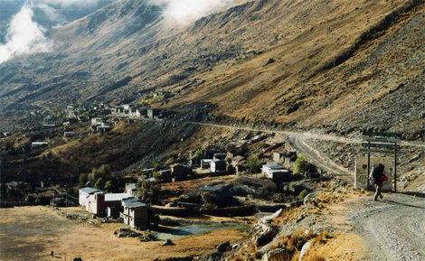 Въезд в поселок аймаров Анкоума