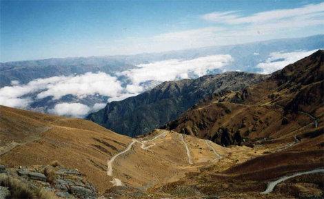 Серпантин спуска с перевала Чучу