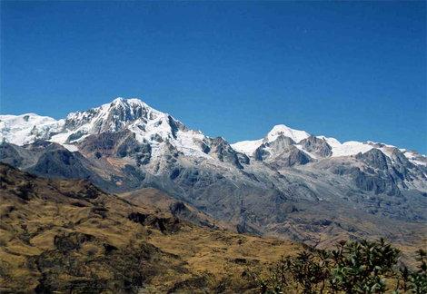 Панорама Невады Илльямпу (слева)