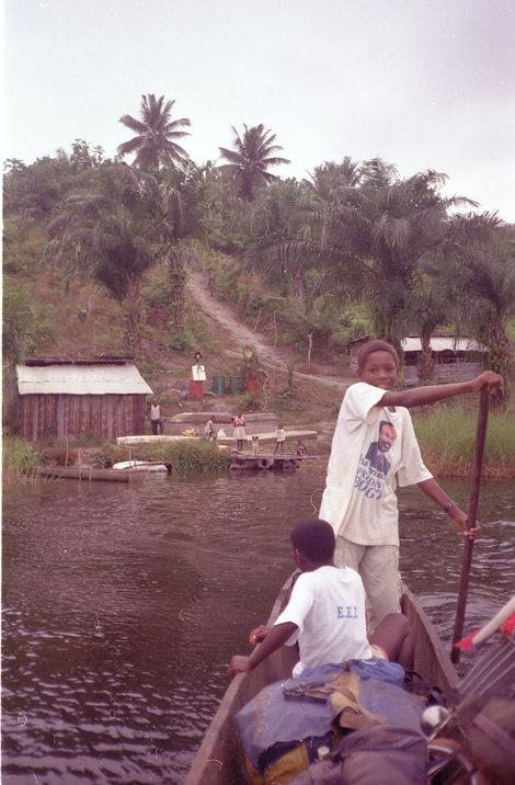 Юные рыболовы из Габона