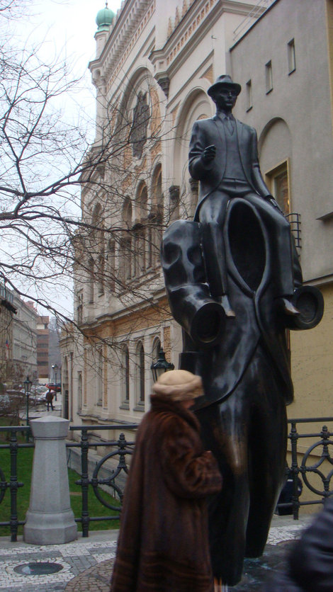 Памятник Францу Кафке у Испанской синагоги