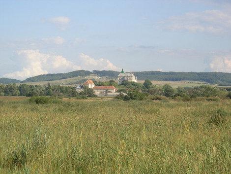 Вид на Олесский замок и монастырь