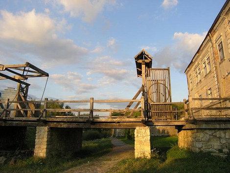 Замковый мост. Золочев