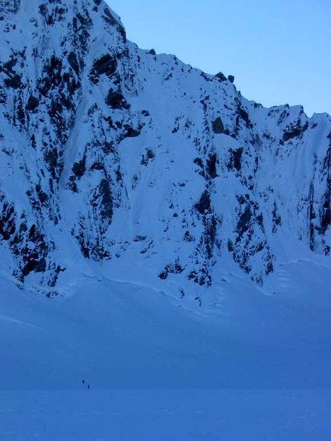 Подходим под гору. Маршрут Tigger идет прямо вверх