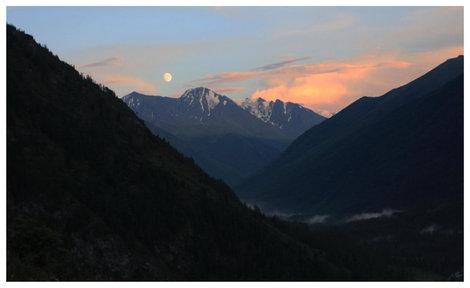 Вечерний вид на долину реки Кучерла