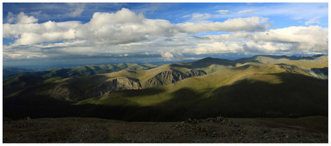 Вид с Кара-Тюрека в направлении долины р.Текелю