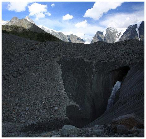 Водопад в леднике Мюшту-Айры