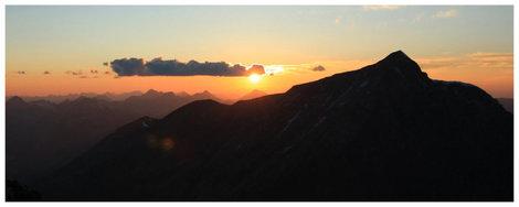 Закат. Вид от подножья пика 20-летия Октября