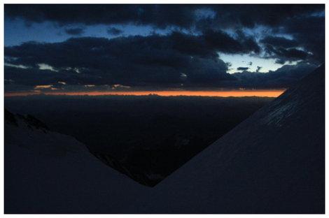 Затмение. Вид со склона Западной Белухи на юг. 17:53