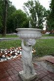 Старинный фонтан с питьевой водой.