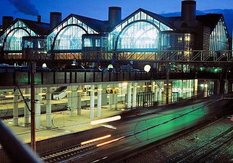 Особенно красив вокзал вечером.