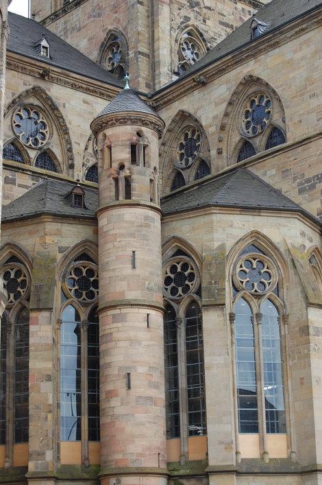 Церковь Девы Марии. Фрагмент фасада.
