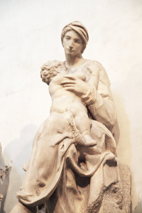 Мадонна с младенцем Микеланджело