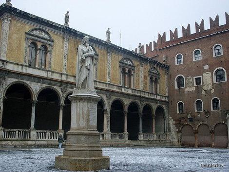 Прощадь Синьории и памятник Данте Алигьери
