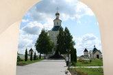 Вид на Иоанно-Богословский собор, построенный в 1700 году и освещенный в 1704 году.