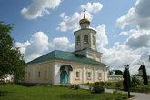 Церковь Михаила Архангела с трапезной и мужской богадельней была построена в конце 1690-х гг. и освящена в 1702 г.