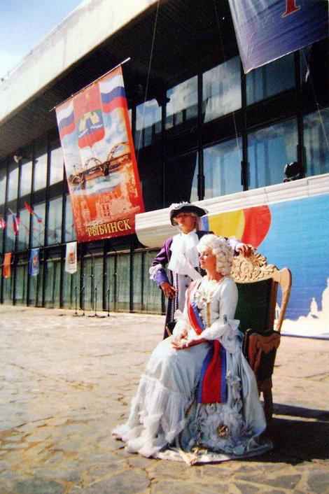 Рыбинск. С днем города рыбинцев поздравляет императрица Екатерина II, которая в 1777 году даровала Рыбной слободе городской статус