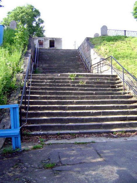 Рыбинск. Старинная каменная лестница. По легенде по такой же лестнице императрица Екатерина II поднялась на берег во время визита в Рыбную слободу в 1767 году