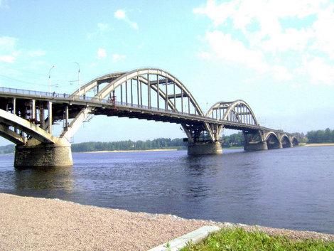 Символ Рыбинска. Этот мост поднял свои арки над Волгой в 1963 году, соединив два берега реки