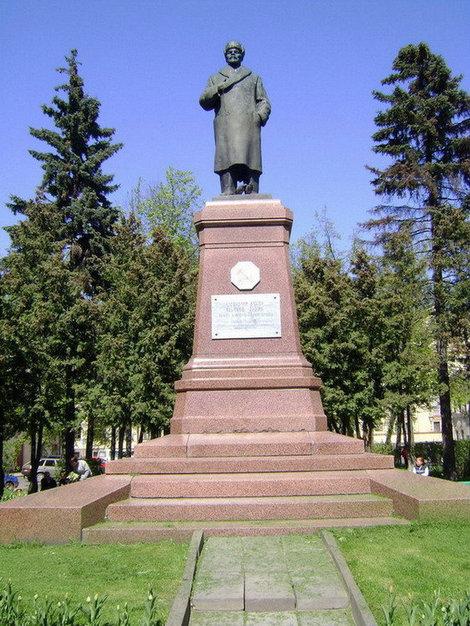 Рыбинск. Памятник В.И.Ленину на Красной площади работы скульптора Х. Аскар-Сарыджи уникален