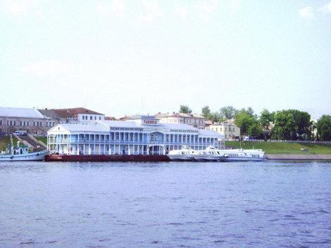 Рыбинск. Рыбинский речной вокзал — единственный на всей Волге деревянный дебаркадер 50-х годов XX века