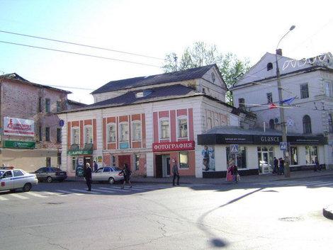 Рыбинск. Дом Поповых — один из первых каменных домов Рыбинска, построен в 80-х годах XVIII века купцом Алексеем Поповым
