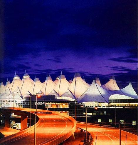 Какой красивый аэропорт Денвера!Фото не моё, конечно, с сайта аэропорта.