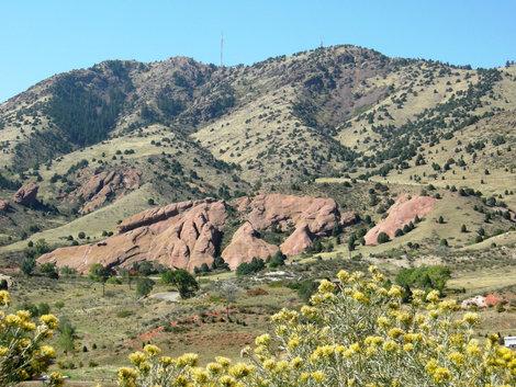 Вид на долину красных скал от Хребта динозавров.