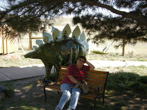 Посижу с динозавром.
