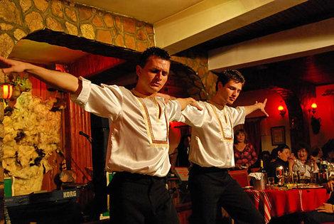 Фольклорная программа в болгарском ресторане, курорт Велинград