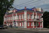 Дом начала 20 века.До революции дом принадлежал саранскому купцу и предпринимателю К.Х. Бараблину. Сейчас здесь находится Музей мордовской народной культуры.