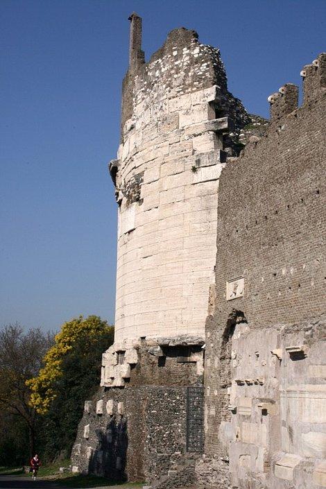 гробница Цицилии Метеллы